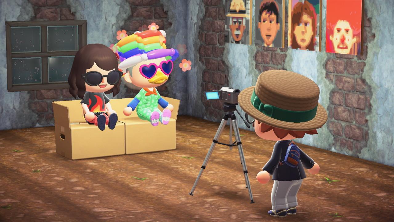 Animal Crossing: New Horizons videokameroimassa sohvaa