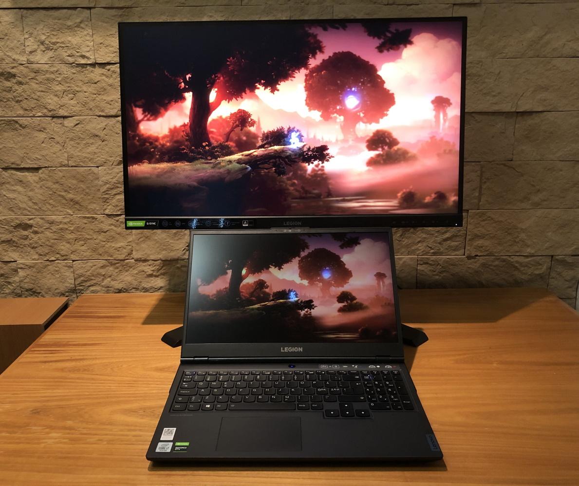 Lenovo Legion 5i -kannettava sekä Lenovo Y27gq-25-monitori
