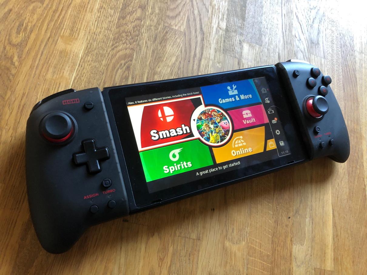 Hori Split Pad Pro Nintendo kiinni Switch-konsolissa