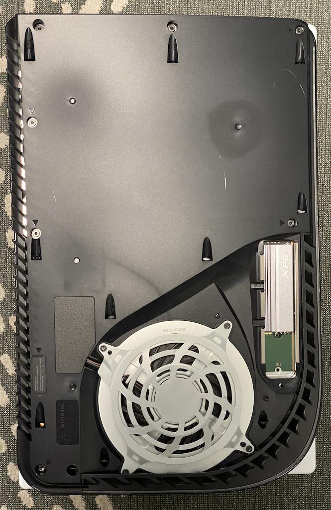 PS5 ilman kuoria, XPG Gammix S70 asennettuna