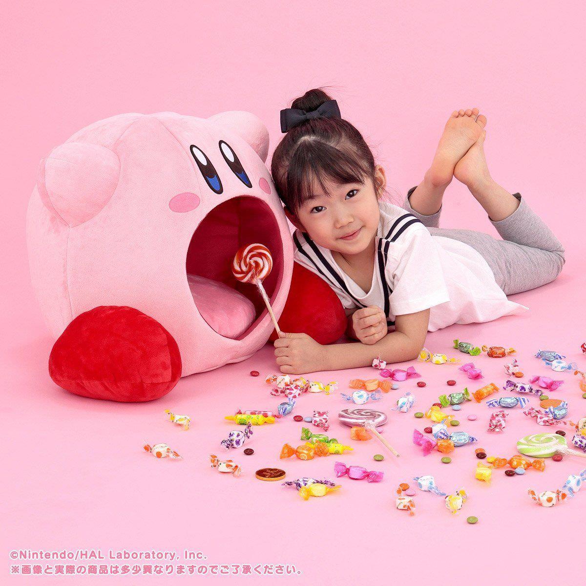 Kirby tyyny syö lapsukaisen ja karkit