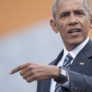 Barack Obama osoittaa