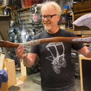 Adam Savage Leviathan-kirves axe
