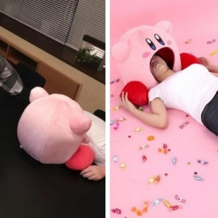 Kirby-tyyny isokuva päistä tyynyllä