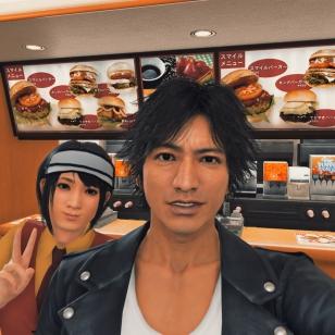 Judgment - selfie ovat pop myös pikaruokalassa
