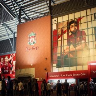 FIFA 21 Liverpoolin stadikka